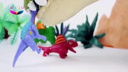调皮小恐龙 调戏机器三角龙、机器人霸王龙