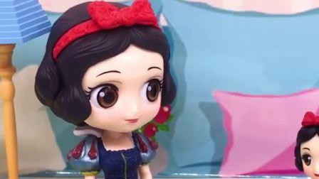 童话故事玩具:白雪公主要去参加舞会,妈妈给小白雪拿了一根魔法棒防身(1)