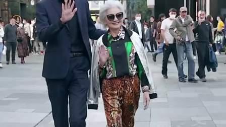 奶奶年轻的时候应该是大家闺秀,现在名媛气质。