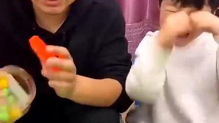 童年趣事:吃糖果要学会分享哟307