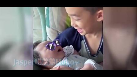 应采儿晒Jasper抱着弟弟唱摇篮曲 二儿子颜值超高 小哥俩好有爱!