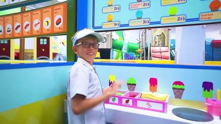 国外儿童时尚,哥哥做香蕉冰淇淋,看起来好好吃,