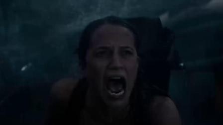美女经历海上风暴,铆足劲的一跳,捡回一命