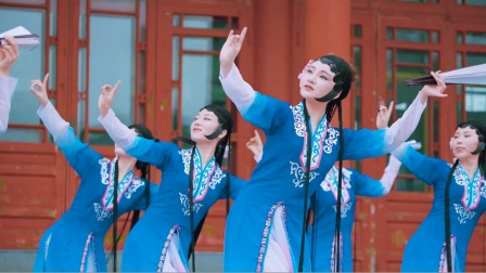 最美国风舞蹈《海棠红》,加入京剧元素,红蓝之间你喜欢哪个?