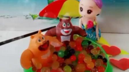 有趣的幼教玩具:佩奇可以和小男生一起玩泡泡浴吗