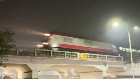 上沪烧酒牵引K1048宿州站两道通过