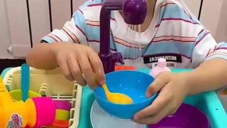 童年趣事:小小年纪都学会做家务了,真棒啊