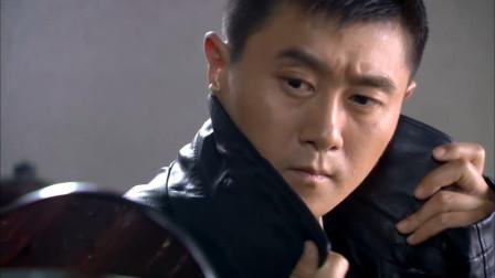 独狼:易连长开始装酷,想要搭讪联络员,竟叫别人唐唐被婉拒