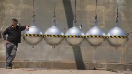 用5个直径1米的球组成牛顿摆,到底有多可怕?看看西瓜就知道!