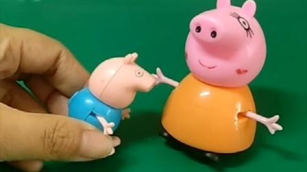 猪妈妈要坐火车走了,乔治不想让妈妈走,说走了就没有人和他一起玩了