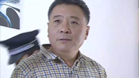 中国神探:所长父母真嚣张,警察都不放眼里,结果被搜出血衣!