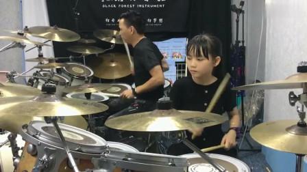 妞妞和小猫老师架子鼓演奏《晚秋》