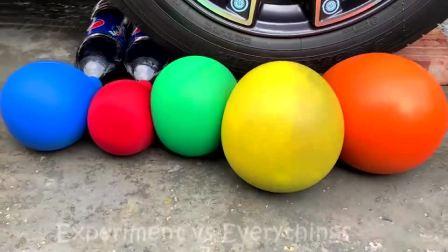 减压实验:牛人把七彩西瓜、玩具、史莱姆放在车轮下,好减压,勿模仿