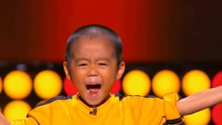 火遍全球的日本小孩模仿李小龙,双节棍功夫一流