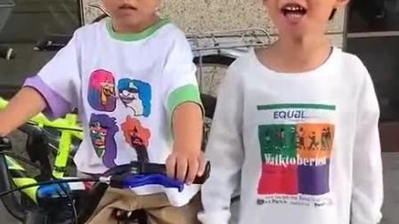 童年趣事:哥哥因为弟弟抢他的自行车
