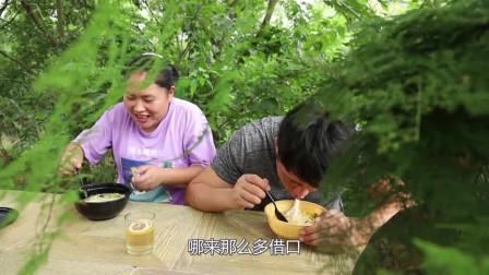 老公亲手做面条给胖妹解馋,小两口吃得真香太馋人了