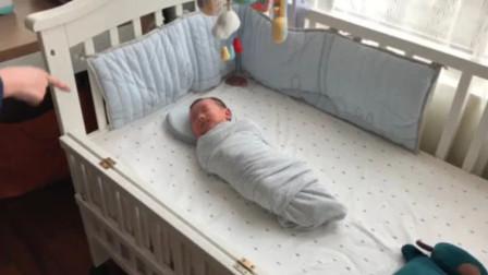 30秒直接让宝宝入睡,宝妈演示整个过程,网友直呼:又学到一招