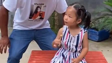 童年趣事:童年趣事;姐姐,棒棒糖被大老虎抢走啦