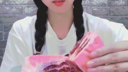 萌姐试吃:草莓千层蛋糕、香甜可口,好想尝尝啊