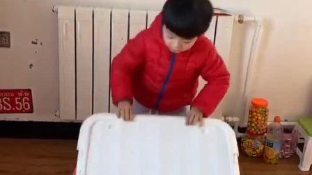 趣味童年:小宝贝快躲起来,可不能让僵尸给打开啦