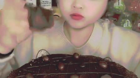 萌姐试吃:黑森林蛋糕,大口吃真的好过瘾,美味极了