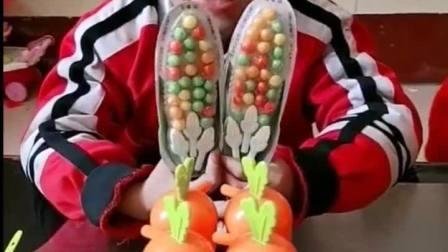 趣味童年:小宝贝肯定没想到是糖