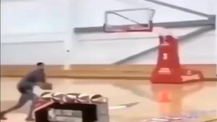 篮球世界:人类极限,三分线起跳扣篮,你见过吗?