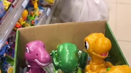 童年趣事:妈妈真好,给我买了好多的玩具