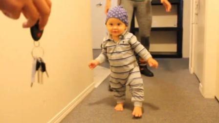 9个月的小宝宝,就可以蹒跚学步了,这小体格学走路的样子太萌了