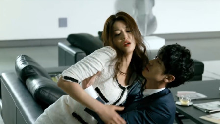 全智贤演技太好了,这么撒娇谁都受不了,男生被他迷住了