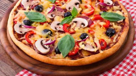 什锦海鲜披萨最正宗的做法,大厨从和面开始教你做,馅料足能拉丝