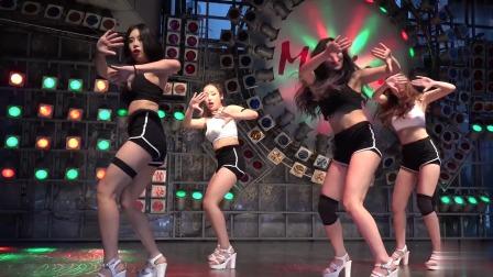 东大门演唱会很火,这女团很出名,舞跳的确实很爆辣