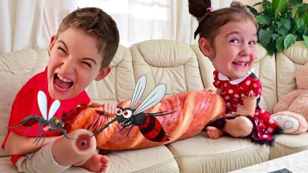 萌娃小萝莉和小正太怎么在抢面包?可是什么动物一直追着他们?儿童亲子益智游戏