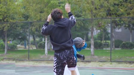 你把我的球拿走了 小哥哥竟然撒娇 花式秀球技一波 你们心动了吗