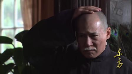 蒋介石孙子紧跟潮流剃中正头,老蒋看后,摸摸自己的头笑了