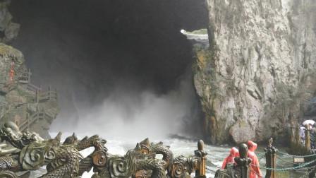 观龙门飞瀑,瀑布头、身、尾都看全了,感觉还不错