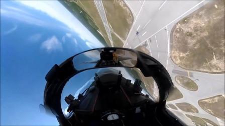 """摄像机拍下""""蓝天使""""飞行员驾驶战机拉升横滚"""