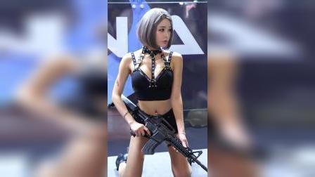 G-STAR赛车模特金哈金角色扮演#美女模特制服太酷了