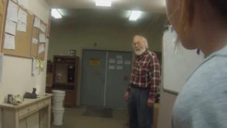 1年没见的孙女们,突然一窝蜂闯入工作室,老爷子一秒变脸乐开花了