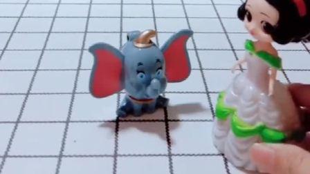 白雪有一个大象的驱蚊扣,贝儿也有两个不一样的,大家说谁的更好看呢