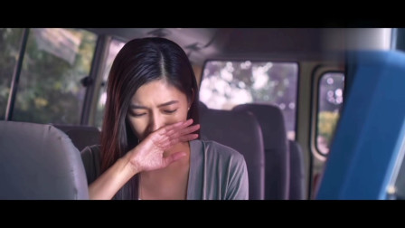 公交车司机嘴太损了,一张嘴就把美女骂哭了,太欠揍了