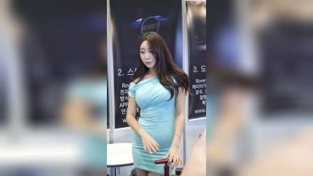 智能设备展会#性感时尚的蓝色连衣裙