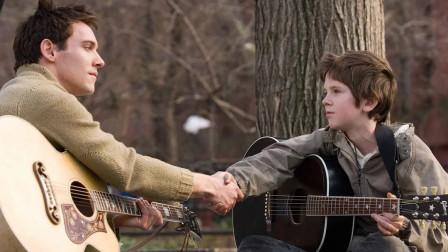 八月迷情:未婚先孕外公把男孩遗弃,凭着音乐天赋找到父母!