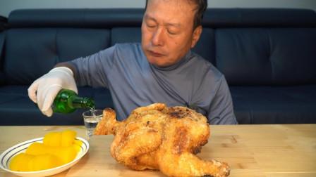 韩国兴森一家三口:爸爸一人独享一整只炸鸡,看起来味道好极了!