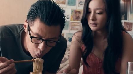 春娇与志明:张志明吃着饭,直接去啵啵杨幂,还伸了舌头