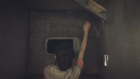 日本恐怖电影:厕所洞里住着一只鬼,专门欺负小女孩!
