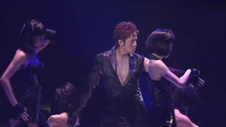 谭咏麟大跳辣舞演唱《午夜丽人》,校长不止唱功了得,跳舞更是一流!