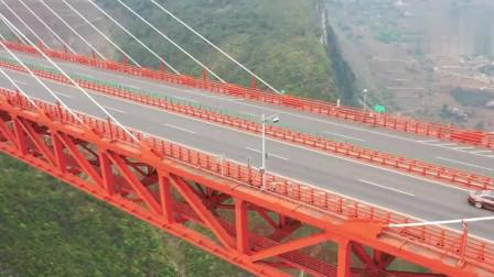 云贵交界峡谷上的北盘江大桥,高565.4米,过往司机都不敢往下看