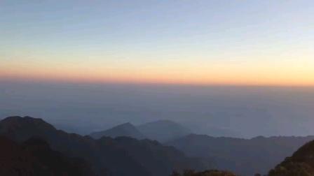 在大明山龙头峰上看日出。黄家桉