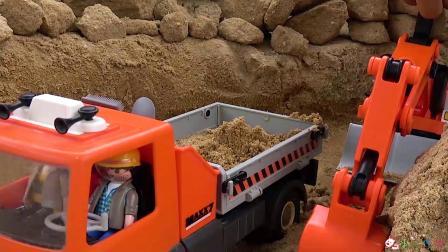 成长益智玩具,挖掘机和工程车沙土堆工作过程!